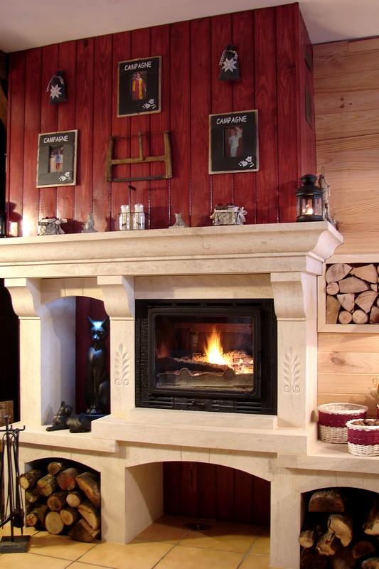 chemin e foyer ferm en pierre de bourgogne. Black Bedroom Furniture Sets. Home Design Ideas