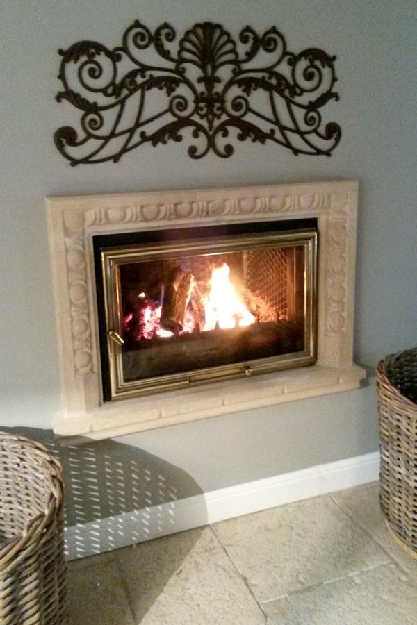 chemin e oves en pierre de brauvilliers meuse habillage de foyer ferm. Black Bedroom Furniture Sets. Home Design Ideas