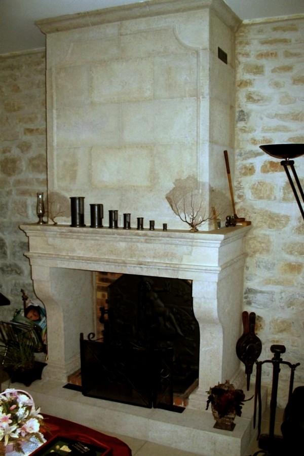 chemin e petite gothique en pierre de semond bourgogne. Black Bedroom Furniture Sets. Home Design Ideas