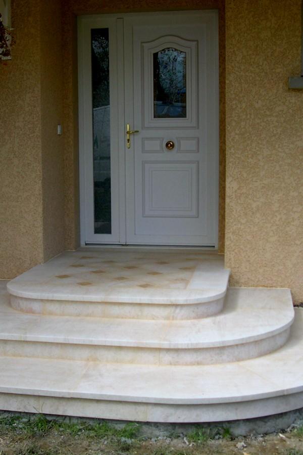habillage d 39 escalier int rieur ou ext rieur en pierre de. Black Bedroom Furniture Sets. Home Design Ideas