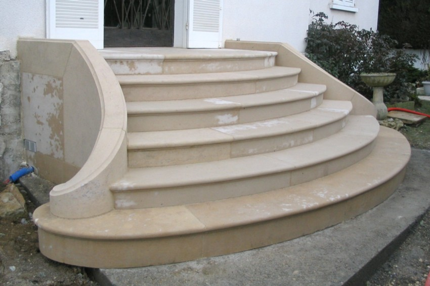 restauration d 39 un escalier massif double limon en pierre de bourgogne. Black Bedroom Furniture Sets. Home Design Ideas