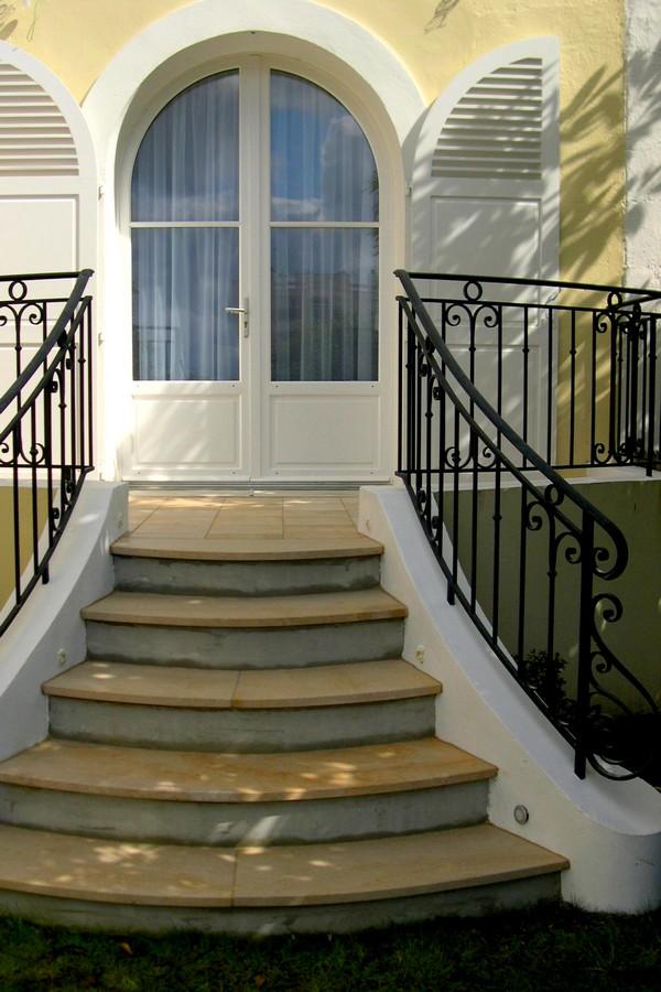 habillage d 39 escalier ext rieur en pierre de beaunotte bourgogne. Black Bedroom Furniture Sets. Home Design Ideas