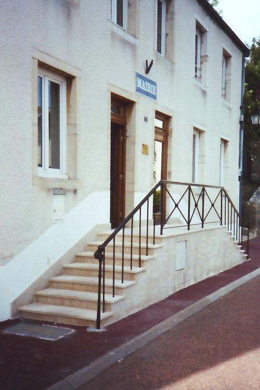 habillage d 39 escalier ext rieur en pierre de massangis bourgogne. Black Bedroom Furniture Sets. Home Design Ideas