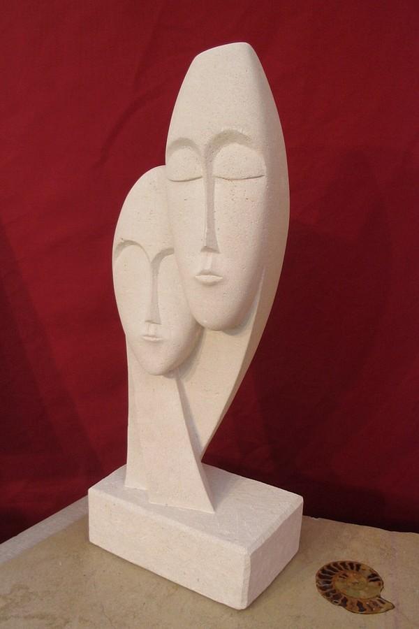 sculpture les ins parables en pierre de bourgogne. Black Bedroom Furniture Sets. Home Design Ideas
