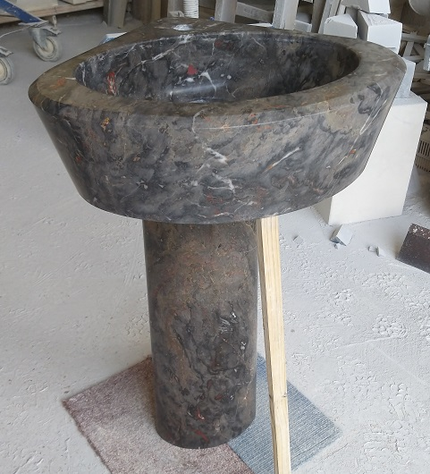Lavabo en marbre sur colonne