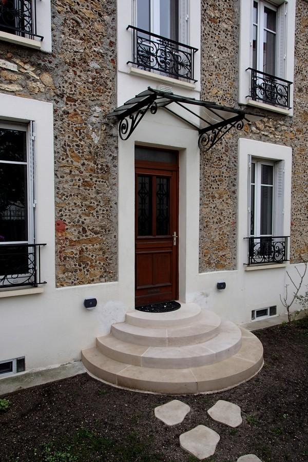 escalier ext rieur massif en pierre de bourgogne. Black Bedroom Furniture Sets. Home Design Ideas