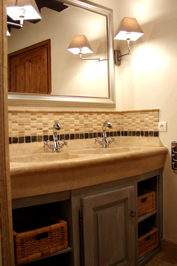 Lavabo double vasque avec crédence